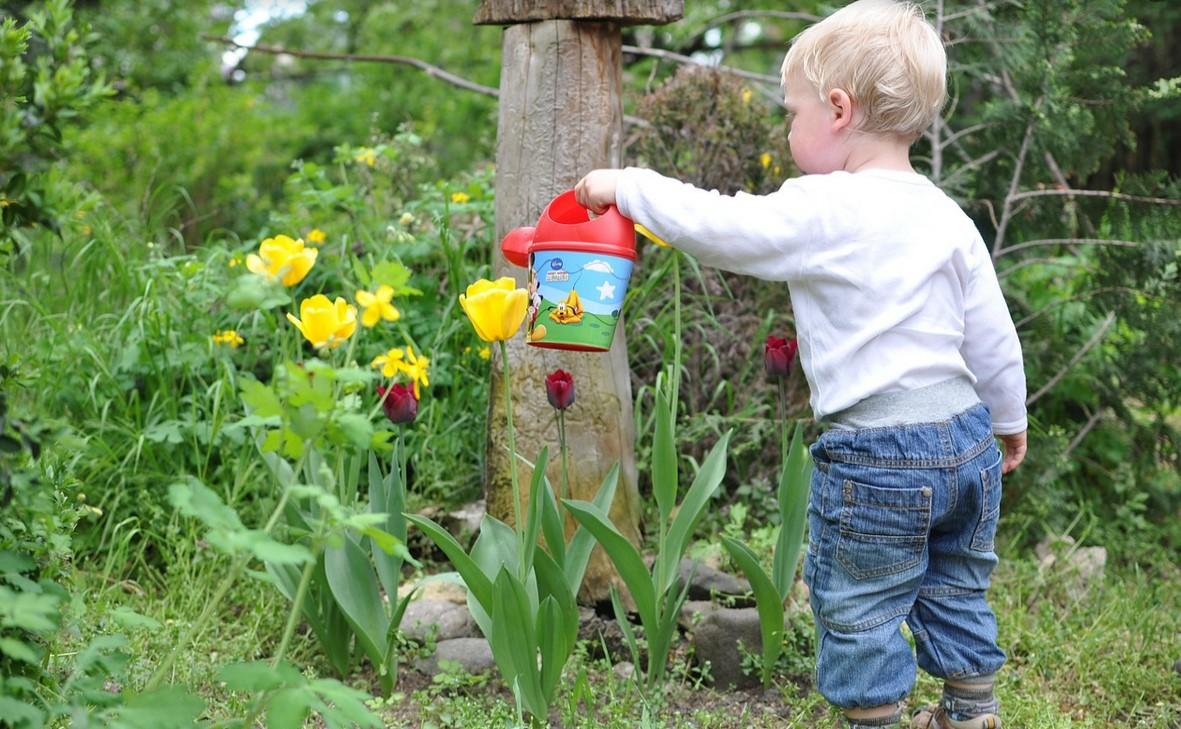 kind in tuin